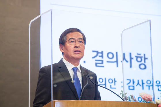 LG Chem Vice Chair and CEO Shin Hak-cheol gives an opening speech at the annual general meeting on Thursday. [LG CHEM]