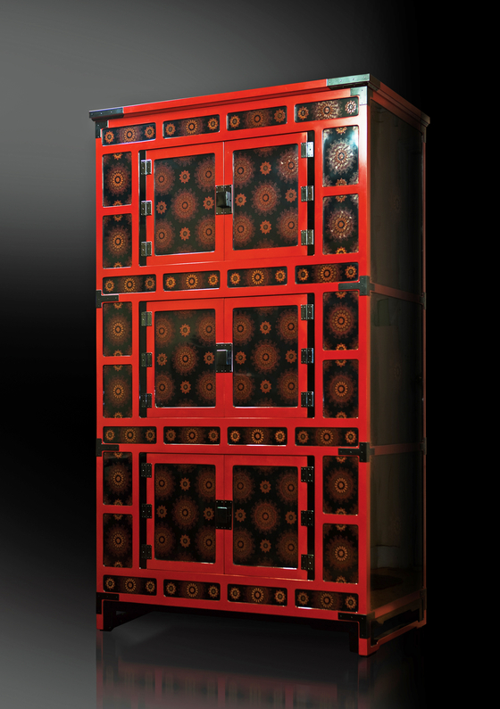 A three-storied snowflake-patterned cabinet, with intricately painted snowflakes. [PARK SANG-MOON]