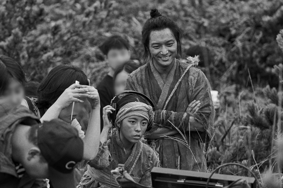 """A scene from black and white movie """"The Book of Fish"""" with actor Byun Yo-han, who plays a fisherman named Chang-dae. [MEGABOX PLUS M]"""