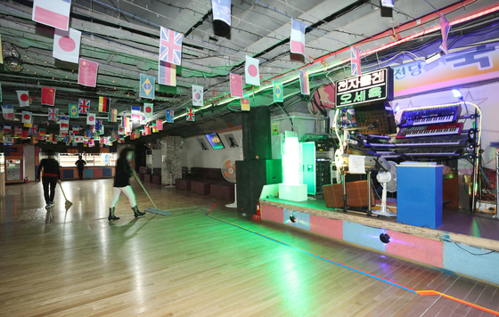 An indoor dance hall in Jongno District, central Seoul, on Oct. 12, 2020. Employees are getting the space ready for business. [YONHAP]