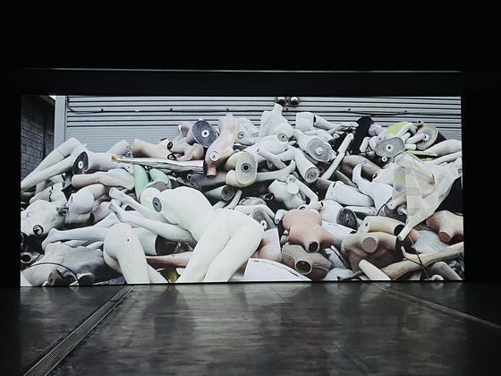 """A captured image from Jung Yoon-suk's documentary film titled """"Tomorrow"""" (2020) on display at the Museum of Modern and Contemporary Art Seoul as a part of the museum's """"Korea Artist Prize 2020"""" exhibition. [JOONGANG ILBO]"""