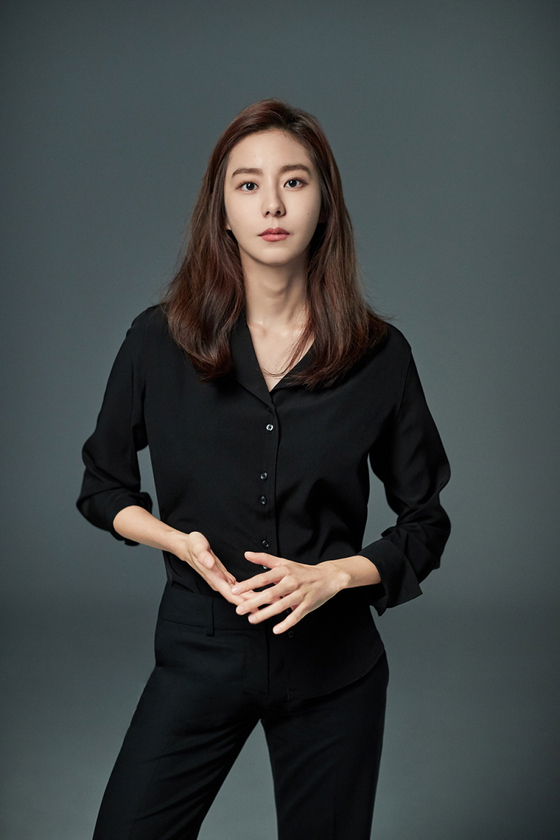 Singer and actor Uee [LUCKY COMPANY]
