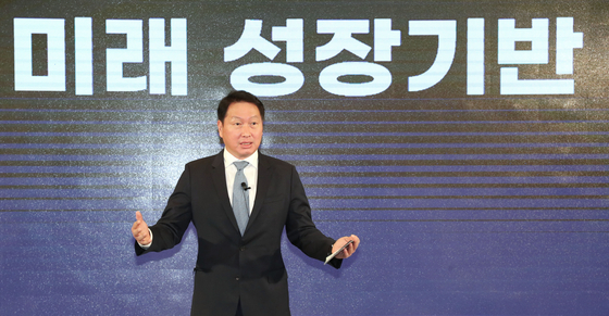 KCCI Chairman Chey Tae-won speaks during an event to celebrate his inauguration in central Seoul on Monday. [KCCI]