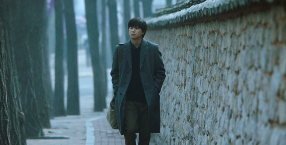 Actor Yeon Woo-jin as Chang-seok, a novelist who arrives in Seoul and meets a variety of people with different stories and attitudes to life. [ATNINE FILM]