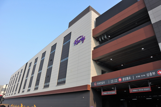 Market Kruly's new distribution center in Gimpo, Gyeonggi, which opened in February. [MARKET KURLY]