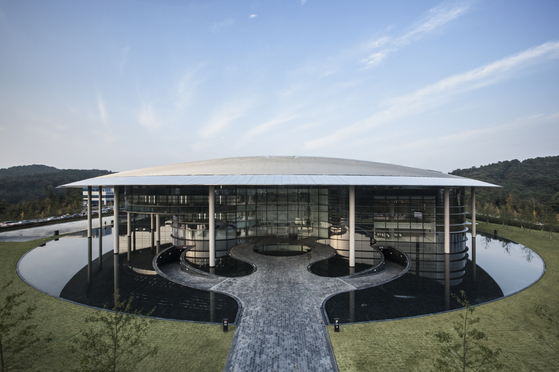 Hankook Technodome, Hankook Tire & Technology's research and development center, leads the tire industry with technological innovations. [HANKOOK TIRE & TECHNOLOGY]