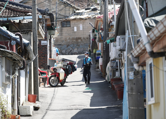 A neighborhood in Nowon district, Seoul, on March 30. The area was one of the 16 that the government has approved on a redevelopment project led by public developers LH and SH, which will fast track the process. [NEWS1]