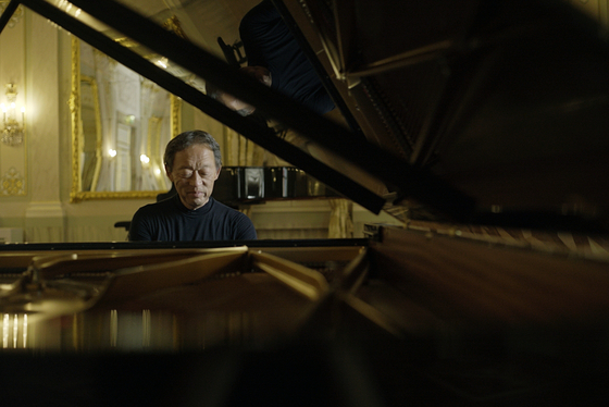 Maestro Chung Myung-whun will come down from the podium and sit before the piano to hold a piano recital for the first time in seven years at the Seoul Arts Center, southern Seoul. [UNIVERSAL]
