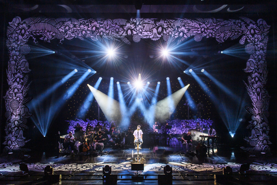 The stage decoration by Nanan in Singer Lee Seung-hwan's ″Only Ballad″ concert at Ewha Womans University in 2020. [NANAN KANG]
