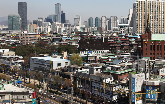 A view of Singil-dong in Yeongdeungpo District, western Seoul, on Wednesday. The Ministry of Land, Infrastructure and Transport announced Wednesday that it has selected four districts — Dobong District and Eunpyeong District in northern Seoul, Geumcheon District in southern Seoul and Yeongdeungpo District — as candidates for a development plan announced in the Feb. 4 real estate measures. [NEWS1]