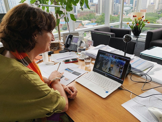 Ambassador Doornewaard meets with university students in Korea virtually due to the Covid-19 social distancing guidelines. [EMBASSY OF THE NETHERLANDS IN KOREA]