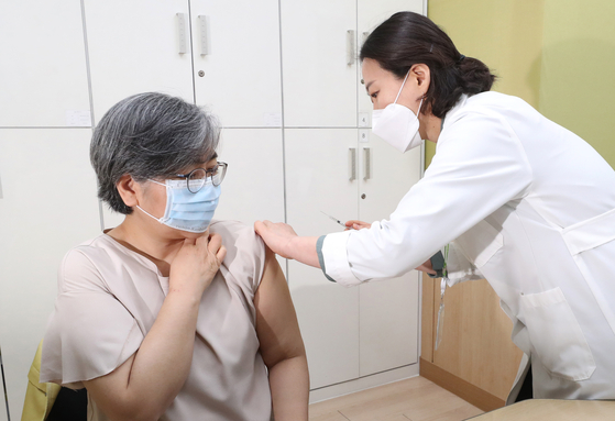 Jeong Eun-kyeong, the commissioner of Korea Disease Control and Prevention Agency, gets an AstraZeneca vaccine at a health center in Cheongju, North Chungcheong. [NEWS 1]