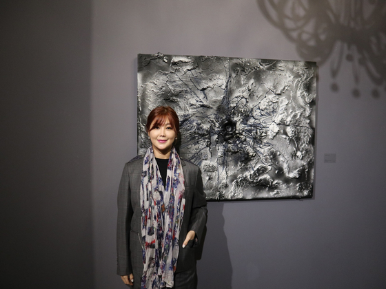 """Artist Kwon Ji-an, also known as Solbi, donated 10.1 million won ($8,900) from the sale of her painting """"Just a Cake - Angel"""" to the Kyeong Dong Children Shelter in Suwon, Gyeonggi. [M.A.P CREW]"""
