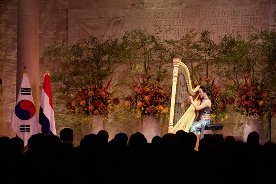 Lavinia Meyer performing during the royal state visit from the Netherlands in November 2014. [JOINT PRESS CORPS]