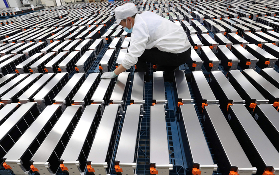 An employee inspects car batteries at a factory for Xinwangda Electric Vehicle Battery, which makes lithium batteries for electric cars and other uses, in Nanjing in China's eastern Jiangsu province. [AFP/YONHAP]