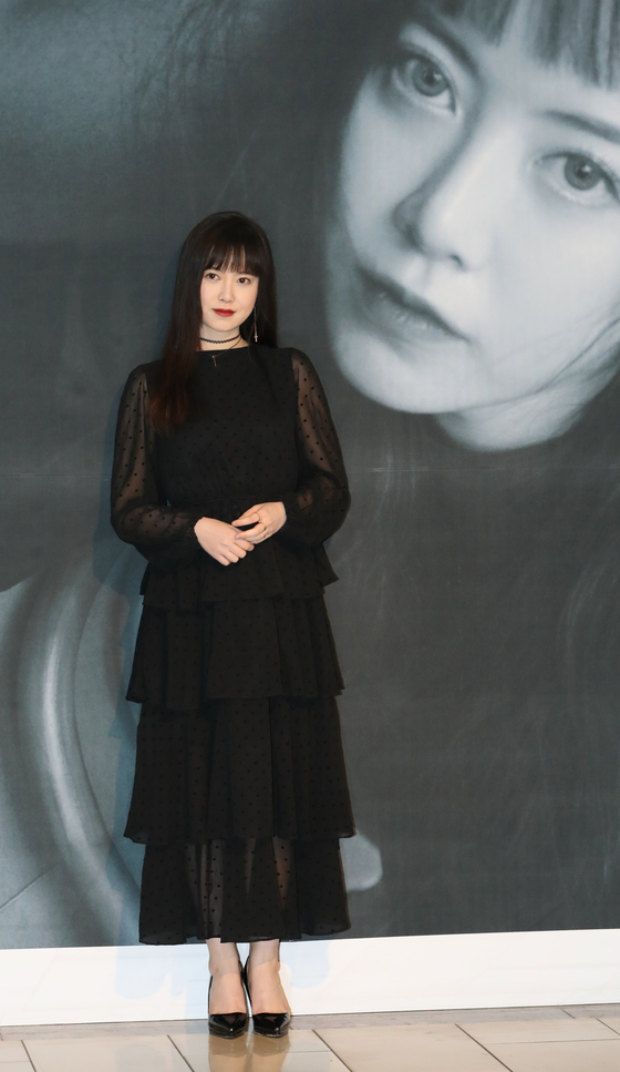Actor Koo Hye-sun posing for the camera at her exhibition ″ Koo Hye Sun's New Age under Seo Taiji's Lyrics ″  at the Hangaram Museum in Seoul Arts Center, southern Seoul. [ILGAN SPORTS]