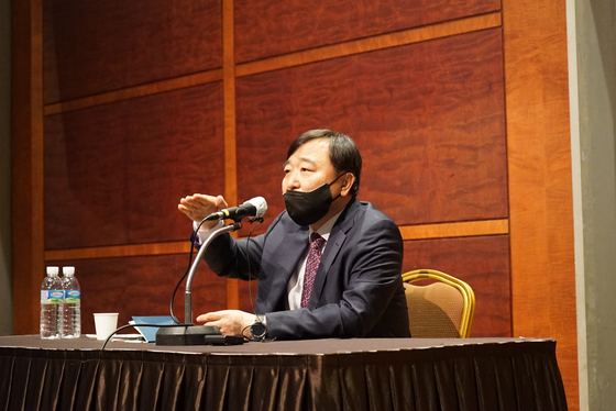 Korea Aerospace Industries President and CEO Ahn Hyun-ho shares the company's mid-tern business plans at a press conference Friday in Gangnam, southern Seoul. [KOREA AEROSPACE INDUSTRIES]