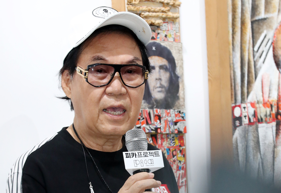 "Singer Cho Young-nam at his exhibition ""Art, Heart, Hwatu and Cho Young-nam"" at Pica Project in Gangnam district, southern Seoul. [NEWS1]"