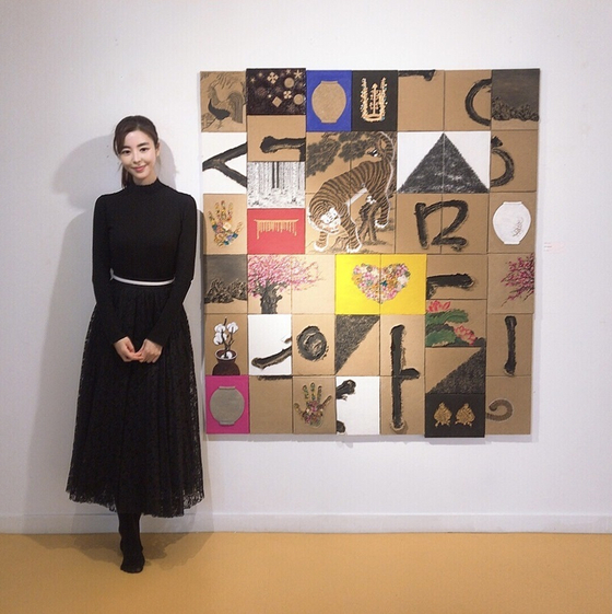 "Actor Kim Gyu-ri poses in front her artwork at the exhibition ""S.T.A.R.T"" in Osan Museum of Art, Gyeonggi. [KIM GYU-RI]"