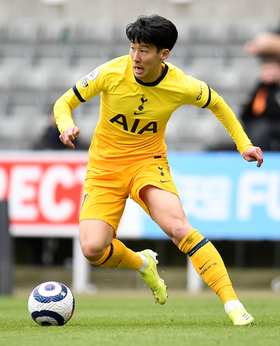 Tottenham Hotspur's striker Son Heung-Min is on the ball during the Premier League football match between Newcastle United and Tottenham Hotspur at St James' Park in Newcastle-upon-Tyne on Sunday. [AFP/YONHAP]