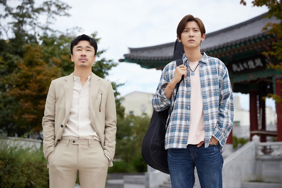 Actors Cho Dal-hwan, left, and Chanyeol as producer Min-su and musician Ji-hoon in the film ″The Box.″ [STUDIO TAKE]