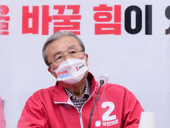 The People Power Party's acting chairman Kim Chong-in speaks during the party's election campaign committee meeting on Monday. [YONHAP]