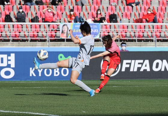 Korea's Kang Chae-rim scores the equalizer against China in the 39th minute in the first leg of a Tokyo Olympics qualifier at Goyang Stadium in Goyang, Gyeonggi on Thursday. [YONHAP]
