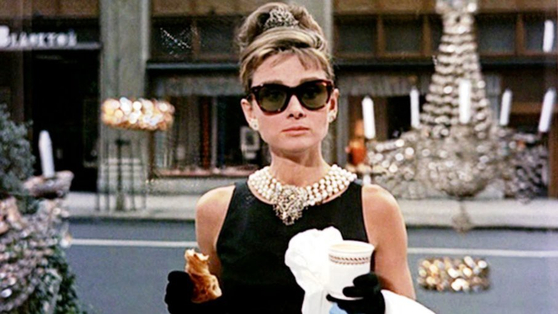 """A scene from """"Breakfast at Tiffany's"""" (1961) featuring Audrey Hepburn. [JOONGANG PHOTO]"""