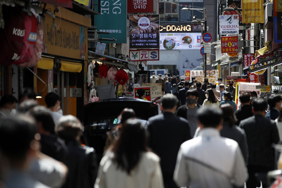 An alley in the restaurant district of Myeong-dong, central Seoul, is filled with people on Friday during lunch hours.  [NEWS1]
