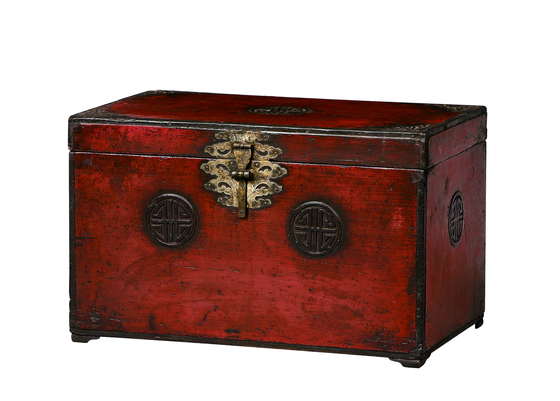 A red lacquered chest from the Joseon Dynasty (1392-1910). [COREANA COSMETICS MUSEUM]