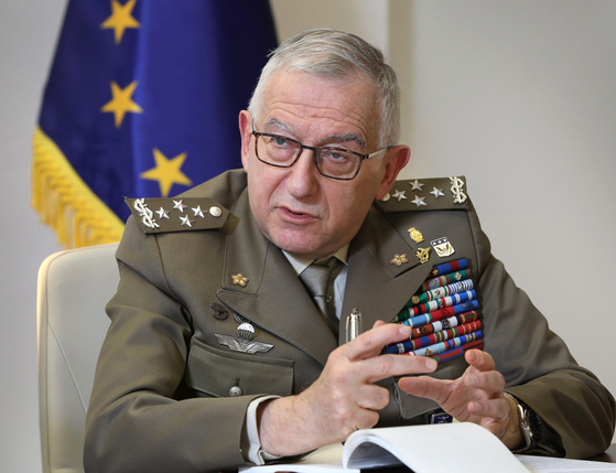 General Claudio Graziano, chairman of the European Union (EU) Military Committee, speaks with the Korea JoongAng Daily at the office of the EU Delegation in Seoul on Wednesday. [PARK SANG-MOON]