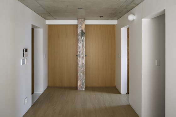 The two-roomed apartment with each door shut. [JIN HYO-SOOK]
