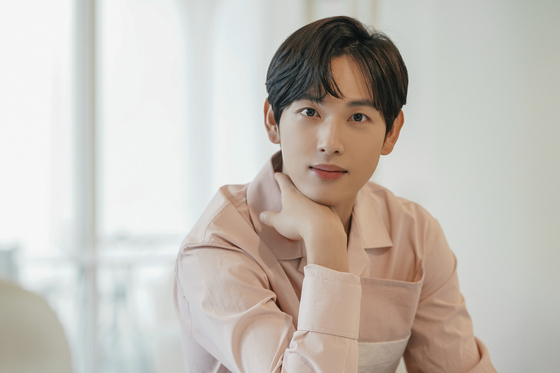 Singer-turned-actor Yim Si-wan [PLUM A&C]
