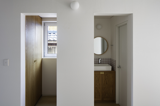 A built-in closet and bathroom. [JIN HYO-SOOK]