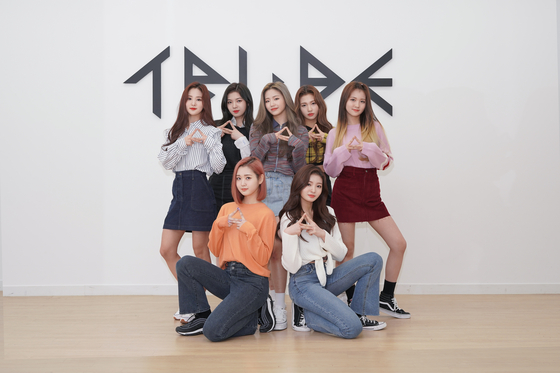 Girl group TRI.BE poses for photos after an interview with the Korea JoongAng Daily in their dance studio in southern Seoul. [JEON TAE-GYU]