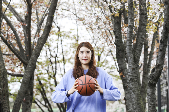 Park Ji-su holds the ball at a park in Yongin, Gyeonggi on April 4. [KIM KYUNG-ROK]