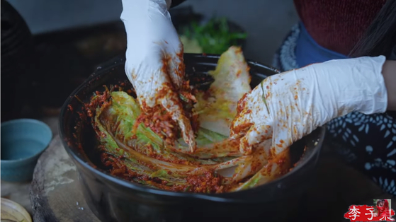 """Li Ziqi, a popular Chinese YouTuber, provoked controversy in January by introducing what appears to be kimchi as """"Chinese food.""""  [YOUTUBE CAPTURE]"""