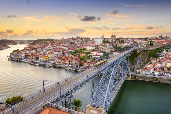 The Douro River in Porto, Portugal. [LEE SANG-HOON]
