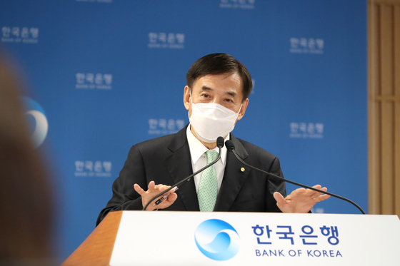 Bank of Korea Gov. Lee Ju-yeol speaks during an online press briefing held Thursday after the monetary policy board of the central bank decided to maintain the country's key interest rate at 0.5 percent. [BANK OF KOREA]