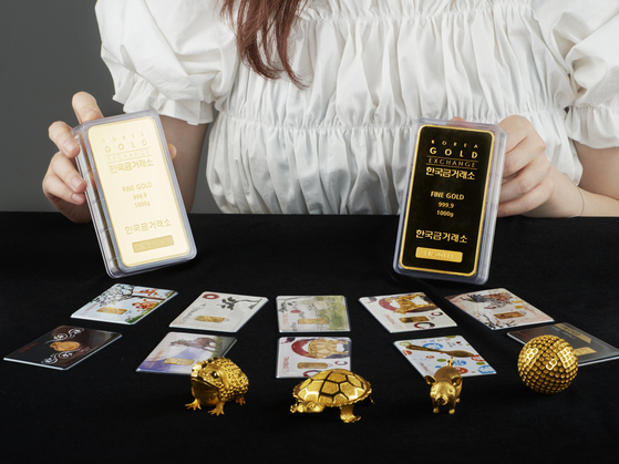 Gold products are displayed at the Korea Gold Exchange in Jongno District, central Seoul. Demand for gold, a safe haven asset, has been rising due to inflation fears. [KOREA GOLD EXCHANGE]