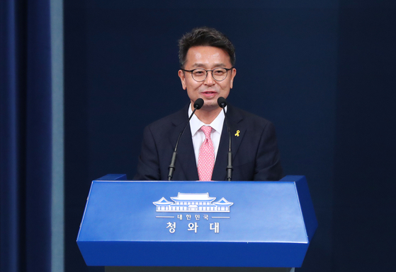 Lee Cheol-hee, newly appointed presidential secretary for political affairs, talks to reporters on Friday at the Blue House Press Center.  [YONHAP]