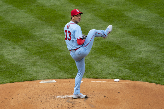 St. Louis Cardinals pitcher Kim Kwang-hyun delivers a pitch during the first inning against the Philadelphia Phillies at Citizens Bank Park in Philadelphia on Saturday. [USA TODAY/YONHAP]