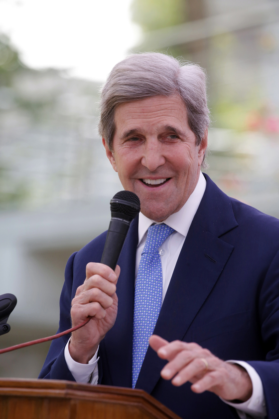 John Kerry, the U.S. special envoy on climate, speaks at a joint news conference in Bangladesh last week. [EPA/YONHAP]