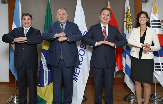 From left, Ambassador of Argentina to Korea Alfredo Carlos Bascou; Ambassador of Brazil to Korea Luis Henrique Sobreira Lopes; Ambassador of Paraguay to Korea Raul Silvero; and Stefany Romero Veiga, deputy head of the Embassy of Uruguay in Korea. The top envoys of representing the full member nations of the Southern Common Market, or Mercosur, spoke with the Korea JoongAng Daily on April 9 at the Embassy of Argentina in Korea, in commemoration of the 30th anniversary of Mercosur this year.The interviewees took off their masks only for the photo session of the interview. [PARK SANG-MOON]
