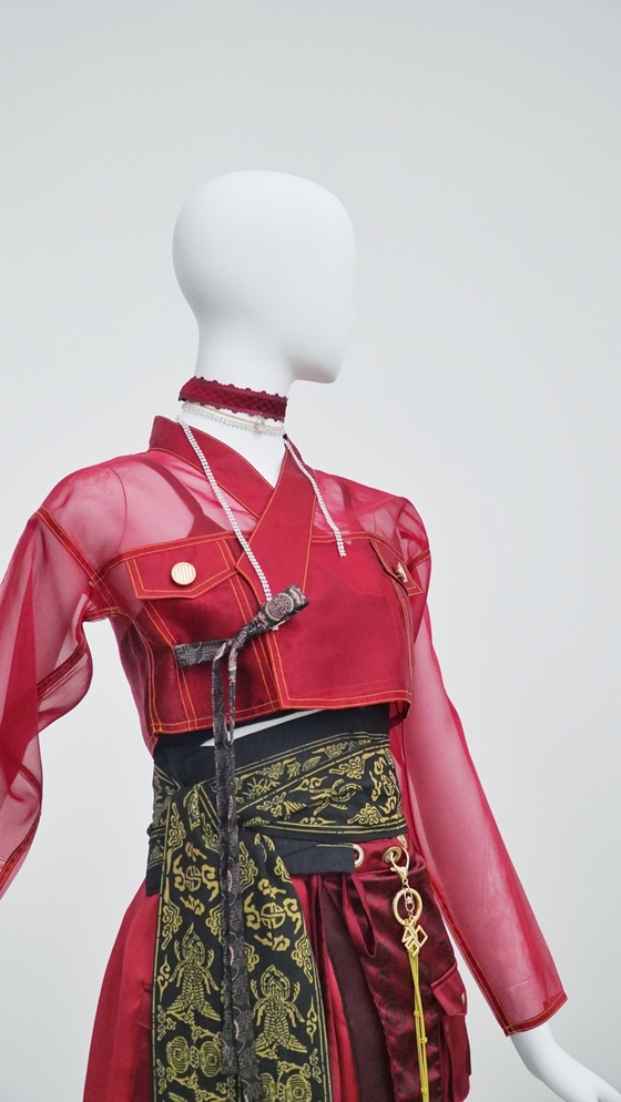 A hanbok-inspired outfit for KARD designed by Leesle [HANBOK ADVANCEMENT CENTER]