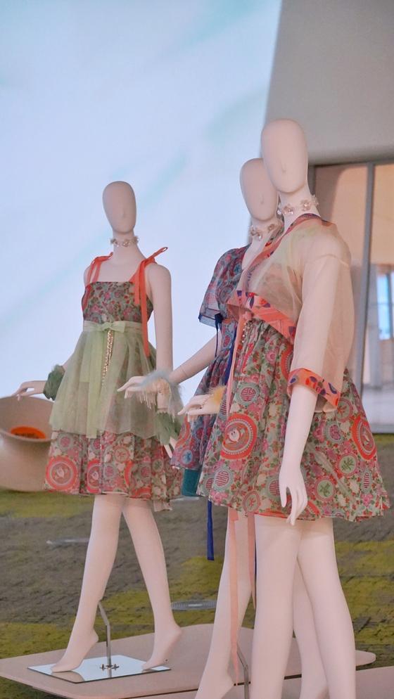 Oh My Girl's hanbok dress designed by Danha [HANBOK ADVANCEMENT CENTER]