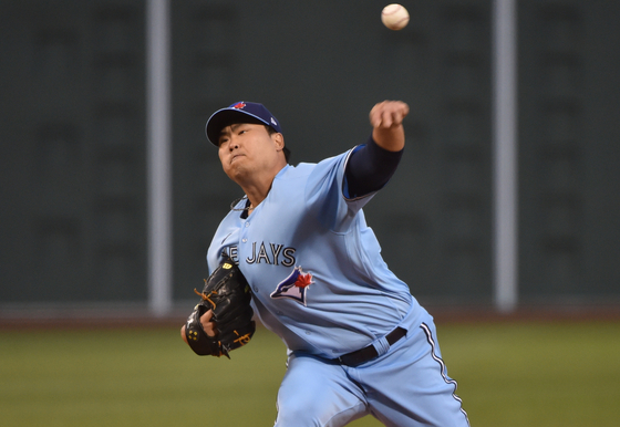 Toronto Blue Jays starting pitcher Ryu Hyun-jin pitches during the first inning against the Boston Red Sox at Fenway Park in Boston on Tuesday. [USA TODAY/YONHAP]