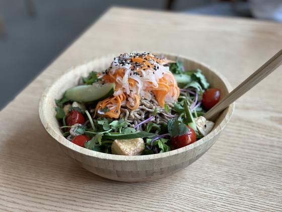 Soba noodle salad. [LEE SUN-MIN]