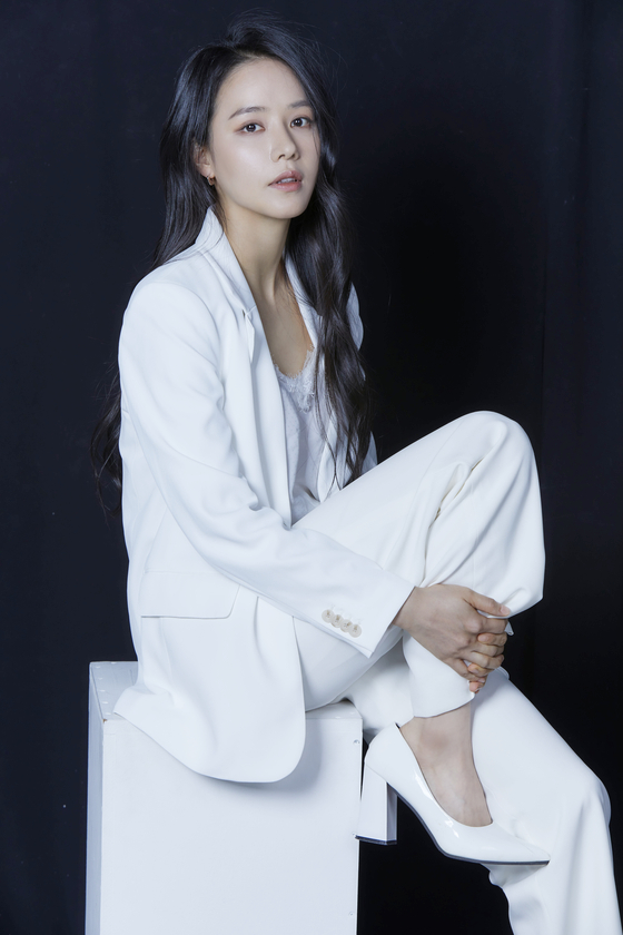 Ahn was a gymnast for 10 years and majored the sport in college, until she decided to become an actor. [FINECUT ENTERTAINMENT]