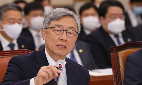 Choe Jae-hyeong, chairman of the Board of Audit and Inspection of Korea, speaks during a meeting at the National Assembly last July. [YONHAP]